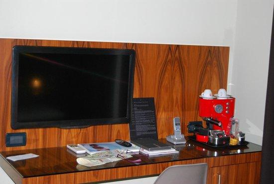 Belludi 37 : Televisión y máquina de café