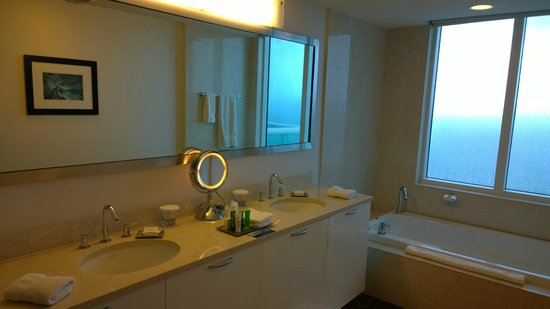 Hilton Fort Lauderdale Beach Resort: Bathroom