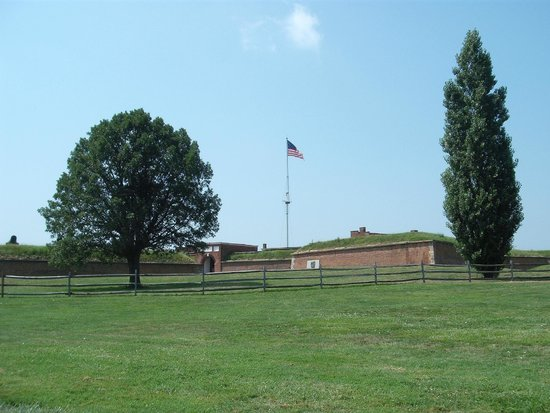 Fort McHenry National Monument : Fort Exterior