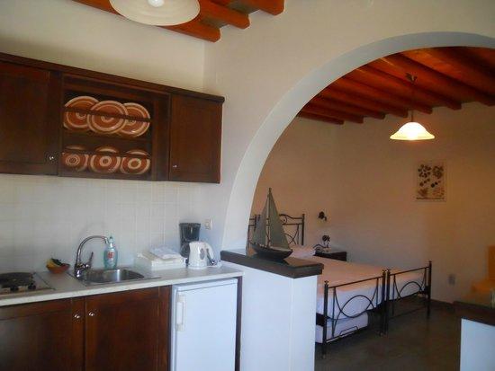 Myrto Bungalow Hotel: Kitchen