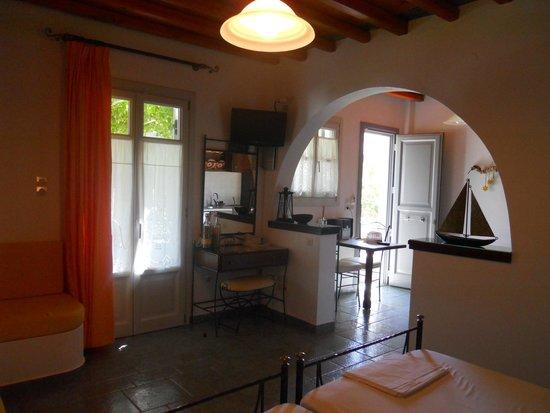 Myrto Bungalow Hotel: View of kitchen