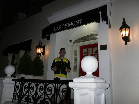 Larchmont Hotel: Entrance