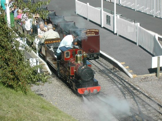 Pecorama: Bee Heights Light Railway, Much Natter station