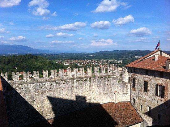 Rocca di Angera: Merli