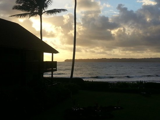 Hanalei Colony Resort: Our first sunrise...the view from our room