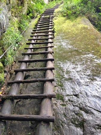 Putucusi Mountain: Ladders
