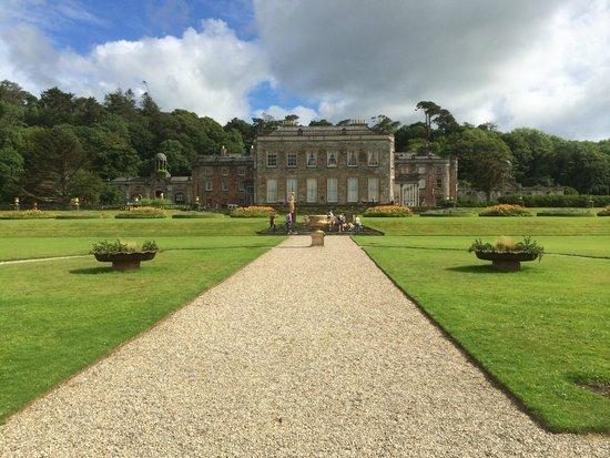 Bantry House & Garden: View of the house front.