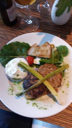 Gamla televerket borgholm : Lamb burger with spring onions and tzatsiki