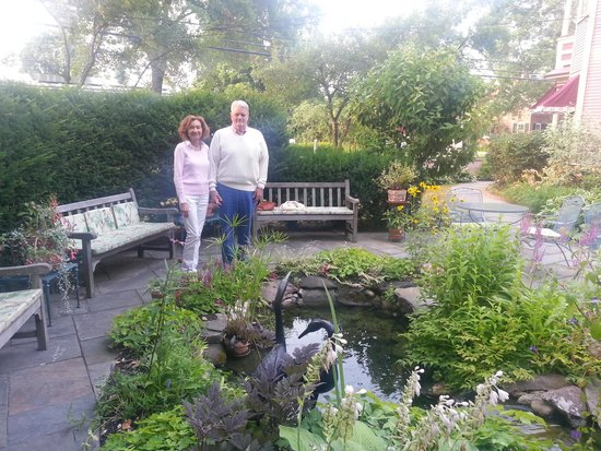 The Village Inn of Woodstock: Rose & I in the Garden
