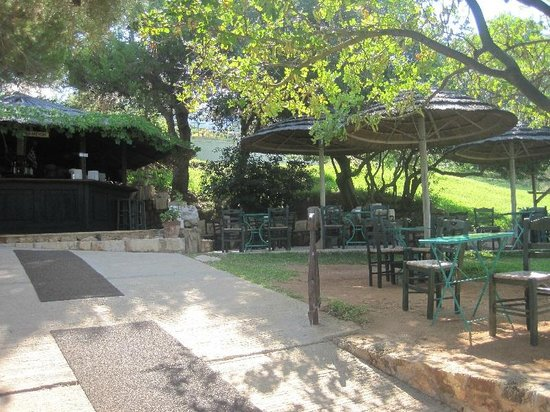 White Rocks Hotel & Bungalows: Pool bar