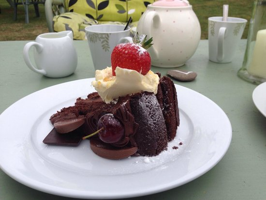 Olive's Garden: Chocolate cake....it beat me
