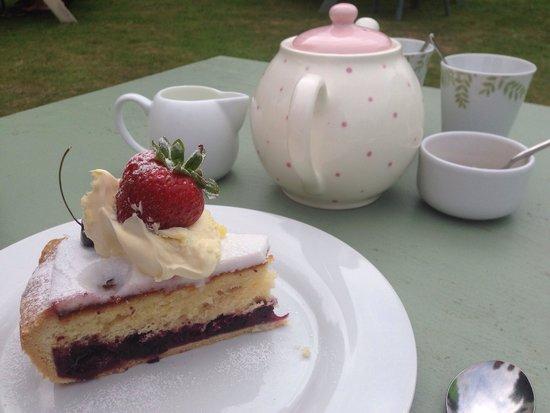 Olive's Garden: Bakewell Tart