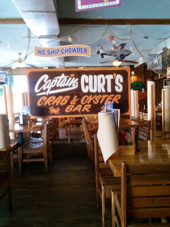 Captain Curt's Crab & Oyster Bar: Inside Capt. Curt's
