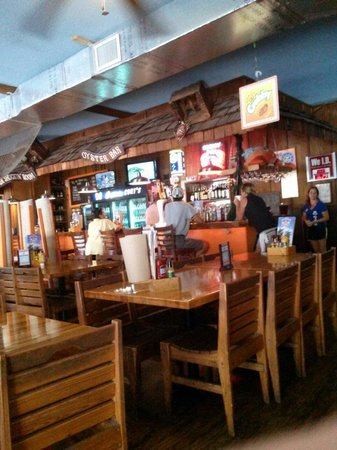 Captain Curt's Crab & Oyster Bar : The bar area & tables.