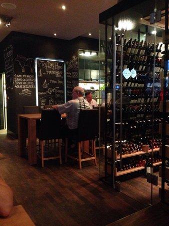 El Gaucho : Хорошие стейки, большой выбор вина.