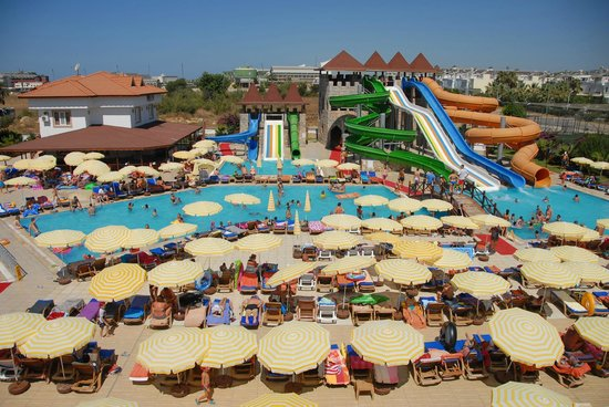 Eftalia Holiday Village: водные горки