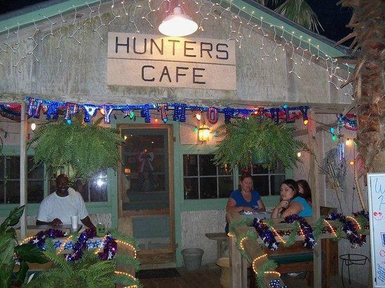 Hunters Cafe: Hunter's Cafe Only place open 7 days a week in the area!