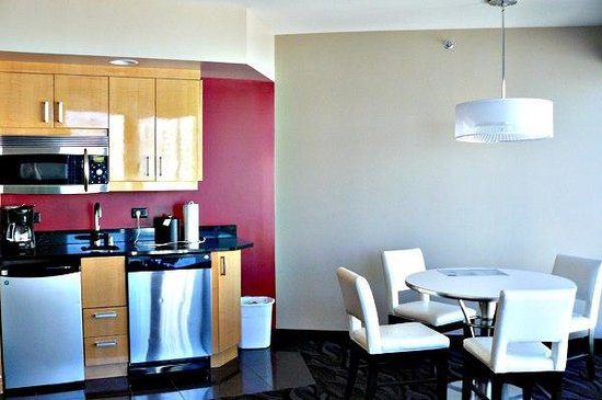 Elara by Hilton Grand Vacations : Kitchenette and dining area!