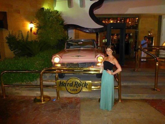 Hard Rock Cafe Sharm El Sheikh : Car outside Hard Rock
