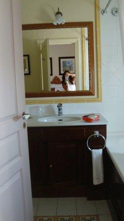 Marriott's Village d'lle-de-France: Master Bathroom