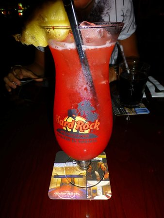 Hard Rock Cafe Sharm El Sheikh : GORGEOUS cocktail - and I got to keep the glass!