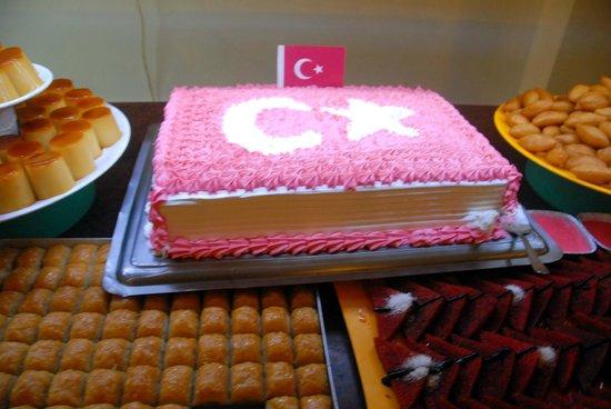 Eftalia Holiday Village: Турецкие сладости на ужин