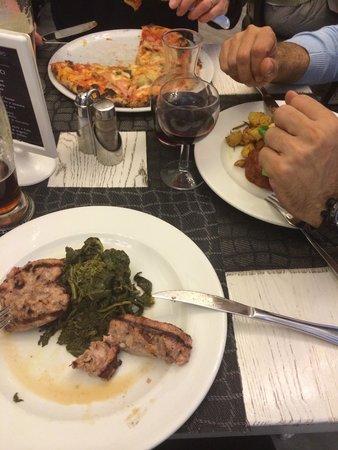 Fresco&Cimmino: Pizza, meatballs, sausage and spicy broccoli