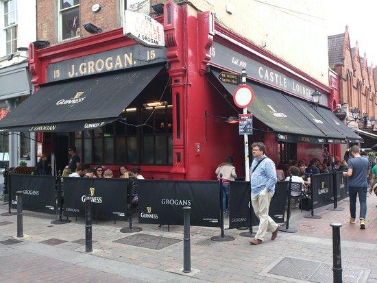 Grogan's Castle Lounge: exterior