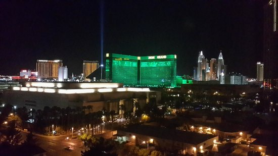 Wyndham Grand Desert: Room view, 13th floor