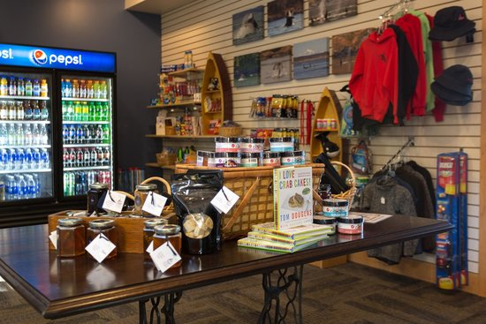 Snug Harbor Resort & Marina: Gift Shop
