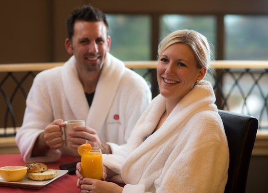 Sundara Inn and Spa: Daily breakfast buffet included in overnight stay