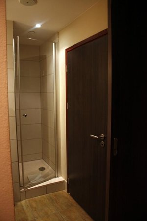 Mercure Warsaw Grand : Bathroom. Toilet to the right, sinks and mirrors on the left, and right forward is the shower ro