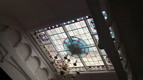 Langdale Chase Hotel: Our beautiful stained glass ceiling window