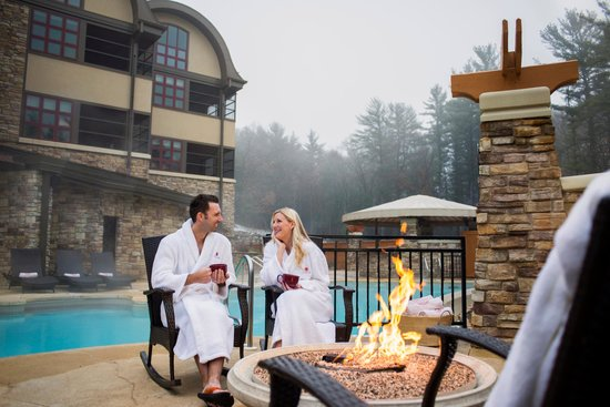 Sundara Inn and Spa: Outdoor firepit open year-round