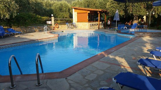 Thetis Apartments And Studios: By the pool and bar