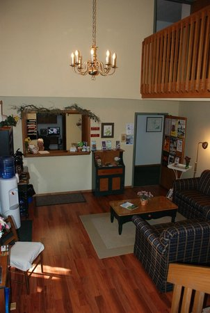 Nordic Lodge: Newly remodeled Lobby area
