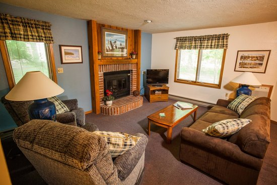 Nordic Lodge: Recently updated Suite living room