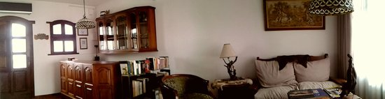 Hosteria Las Piedras: Recepción, información y biblioteca