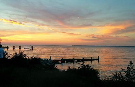 Booth Guest House: Sunset over Roanoke Sound as seen from the gazebo