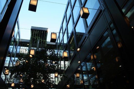 citizenM London Bankside: The inside garden