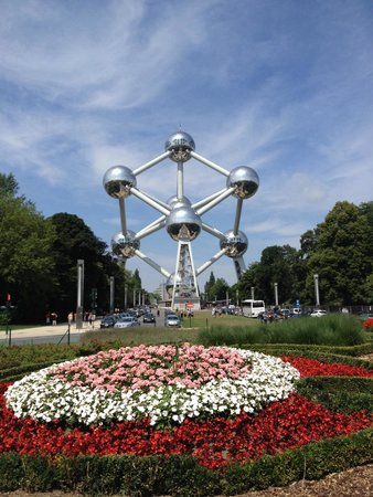 Mini-Europe: Atom