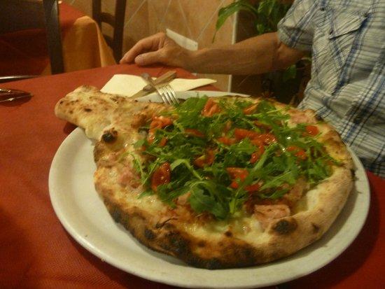 Pizzeria Vulcano Marsili : La Pizza Racchetta col ripieno nel cornicione