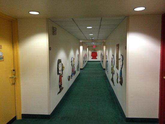 Knott's Berry Farm Resort Hotel: Hallway
