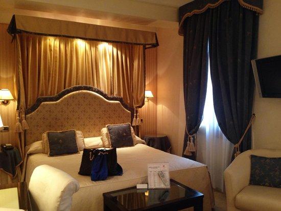 Hotel a La Commedia: Room 302