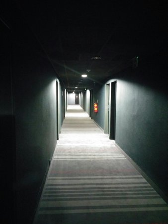 pentahotel Prague: Corridor...lack of character..but not the worse
