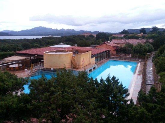 Residenza Capriccioli : vue de la piscine
