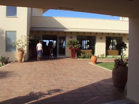 Grand Bay Beach Resort: Inkom