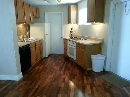 The Seascape Inn: Room 303 kitchen