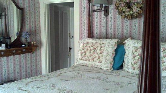 "Prairie House Manor: ""Here's My Heart"" room"