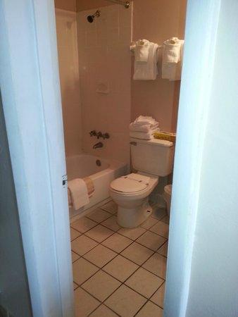 The Seascape Inn: Room 303 main bathroom